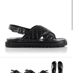 Sælger disse fede sandaler, bemærk jeg sælger dem i rød. Spørg for billeder
